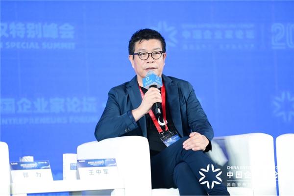 """华谊兄弟与卓尔集团签约,""""卓尔·华谊兄弟电影小镇""""为武汉经济复苏加码"""