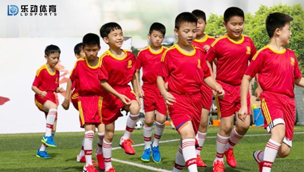 中场球员的大局观将影响局势,乐动体育为团队培养中场大脑