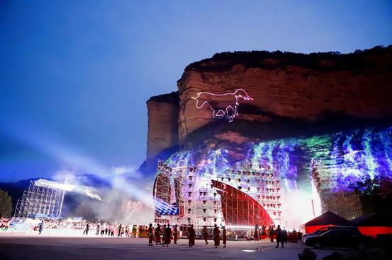 对话左权民歌盛典举办方:新媒体光影艺术和舞台设计的结合为传统民歌文化注入新活力