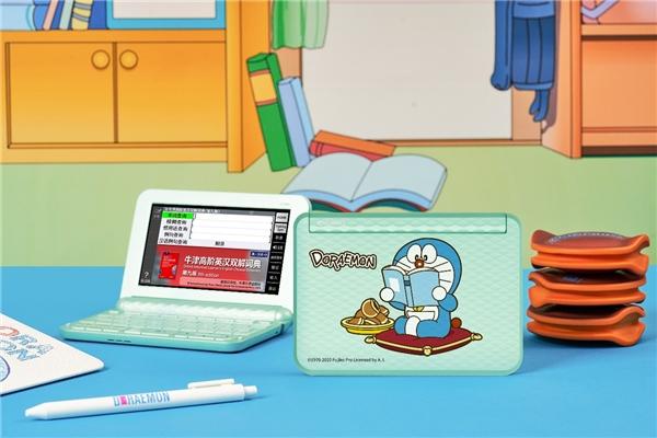 哆啦A梦联名款电子辞典正式上市,卡西欧再掀学习风暴!
