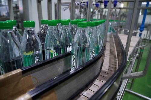 康师傅饮品协办国际包装饮用水峰会 探讨饮用天然矿泉水的可持续发展