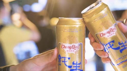 骄傲重庆人荣登重庆WFC大屏与重慶纯生啤酒为重庆骄傲举杯!
