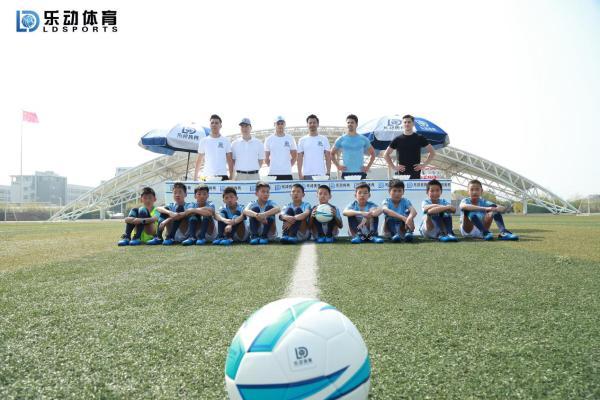 秋高气爽正是踢球好时机,让乐动体育帮你实现足球梦想!