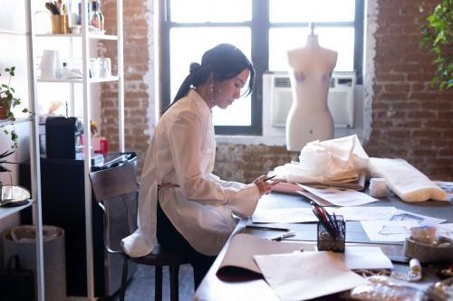 | 2021春夏纽约时装周 如新成为官方认证设计师Sienna Li指定合作伙伴