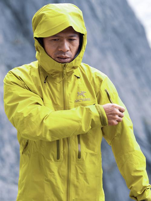 因为山在那里: 中国大岩壁第一人何川六度挑战布达拉峰北壁终登顶!