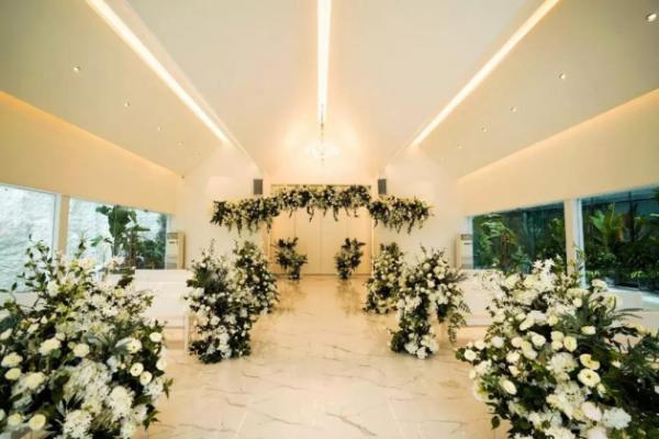 在花嘉参加了一场婚礼 只想找个人原地结婚…