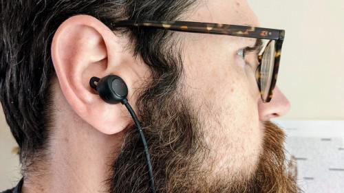 外媒TechAdvisor:华为FreeLace Pro是目前测试过最好的颈戴耳机