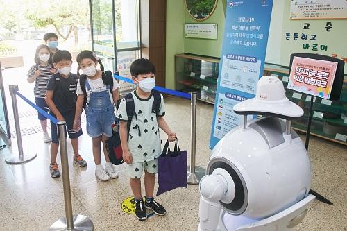 致敬深圳40年,新时代深圳人优必选Walker机器人逐梦先行