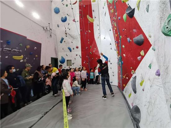 黄浦区第三届市民运动会 黄浦区攀岩比赛 参与·快乐·成长