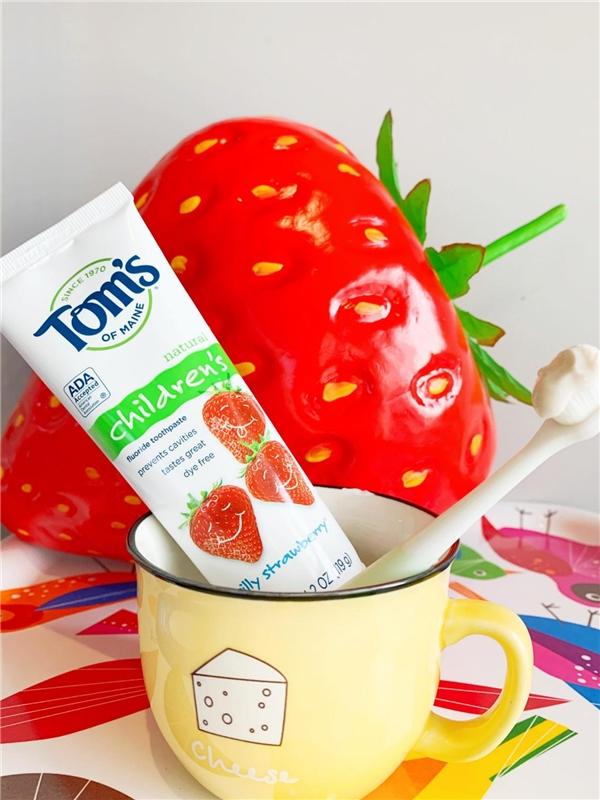 好物分享体验!Toms草莓含氟牙膏超好用