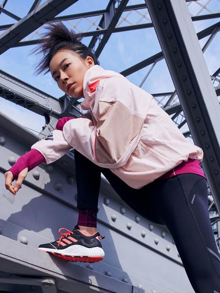 阿迪达斯发布新款GuardPack系列跑鞋,无惧冬季,独挡千面