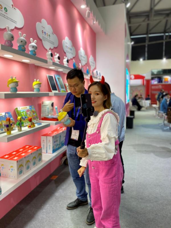 2020年上海玩具展&童书展完美收官,火火兔智慧早教产品引全场瞩目!