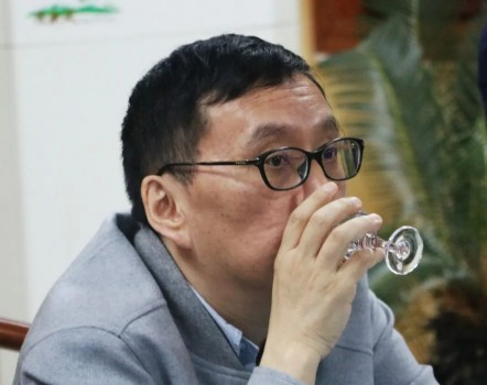 史玉柱先生、刘伟总裁一行到黄金酱酒酒厂视察指导工作
