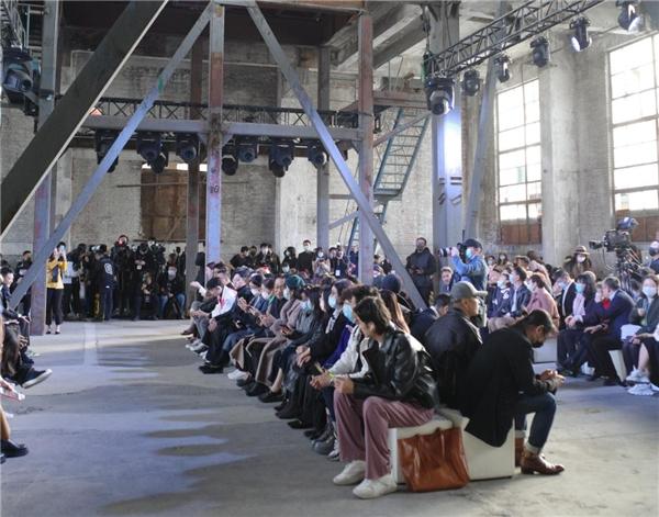 哥本哈根皮草联袂设计师王玉涛,演绎复古与革新的新世代风貌