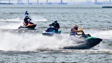 第五届绍兴曹娥江蓝印时尚小镇摩托艇公开赛盛大开幕!