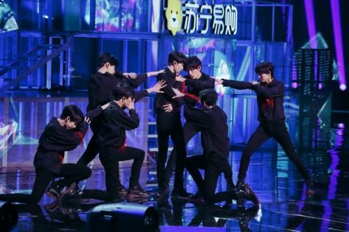 康佳苏宁双十一晚会时代少年团舞狮唱歌皆在行,姐姐们又可了!