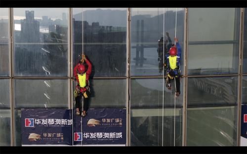 """极限震撼!全球首个""""双塔""""垂直极限攀爬记录诞生!"""