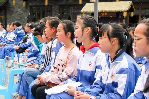 体育趣闻:2018世界杯首战护旗手的6名山里娃,怎么选的?