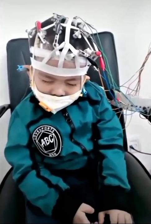 豌豆思维百万守护基金圆6岁罕见病男孩在线学习心愿