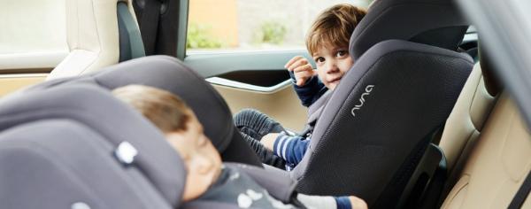 冬天到了,千万别让宝宝这么坐安全座椅
