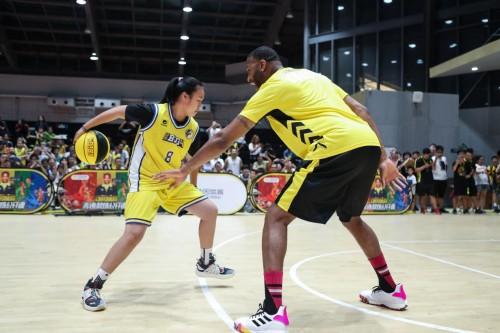 麦迪继续任教动因体育篮球技术总监,是专业也是责任