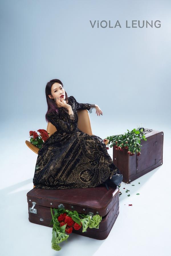 跨界时装设计师梁薇薇自创品牌——ViOLA LEUNG