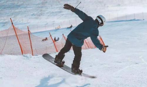 冰雪之约-企鹅潮流滑 腾讯体育首档冰雪户外赛即将启动