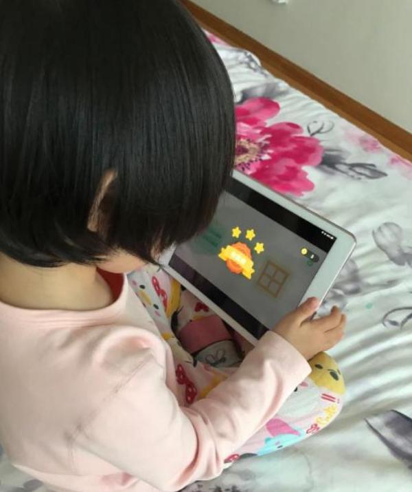 有斑马AI课英语系统课相助,我家孩子英语能力得以迅速提升