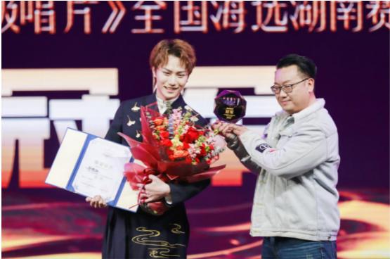 2020《超级唱片》总决赛唱响湖南,郑铭轩夺双冠!