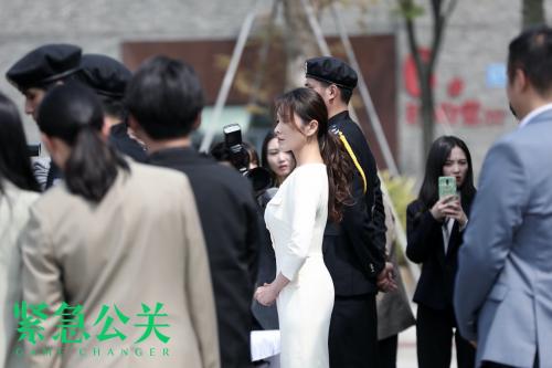《紧急公关》剧情引热议 徐洁儿发文谈明星恋爱课题
