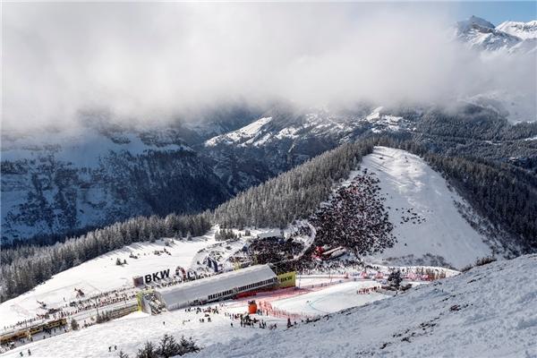 王牌驾到!知名解说陈晨虎牙解说最新滑雪系列世界杯