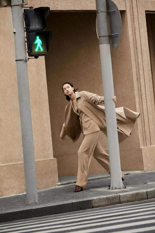 ME&CITY 21春广告大片新鲜出炉 演绎都市时尚风情