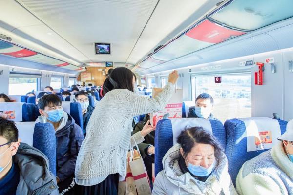 """中国高铁换装""""阿道夫"""",爱的香氛温暖万千国人的归途"""