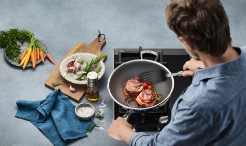 有了WMF蜂窝晶盾升级炒锅,厨房小白也能秒变星级大厨!