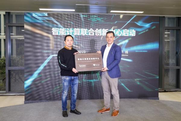"""斑马智行发布CloudCar,首个跑在云上的""""汽车"""""""