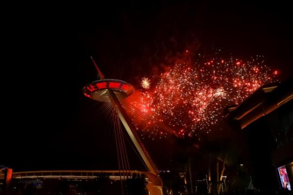 三亚国际免税城二期周年庆,刘美麟喷泉献唱引爆网络
