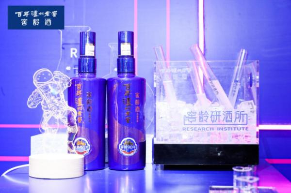 跨年新方式!百年泸州老窖窖龄研酒掀起武汉白酒文化传播新风潮