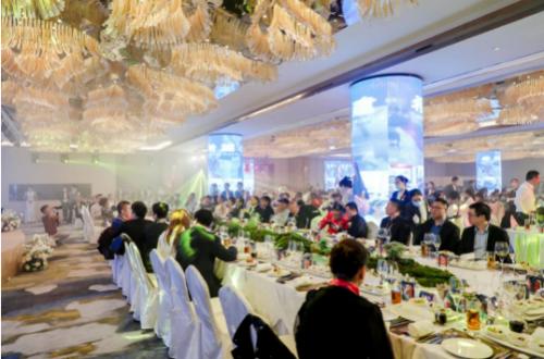 艾美年鉴盛会丨侯云春谈疫情下的世界经济与美康产业前景