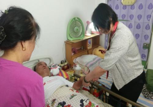 国家级孝顺榜样,爱心人寿长护险负责人马辉,将关爱老人融入骨髓!