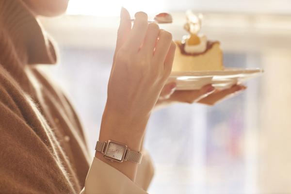 日系温柔感,蜜桃金手表 卡西欧SHEEN SHS-D400温暖上市