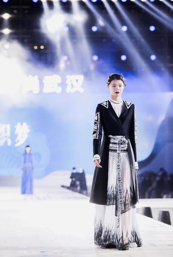 依文致敬英雄武汉,用时尚的方式点亮新年