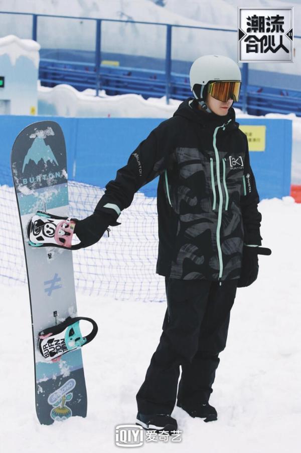 vivo《潮流合伙人2》滑雪场上演《家有儿女》 陈伟霆实力奶全队