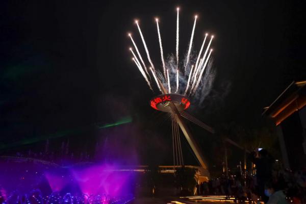 三亚国际免税城两周年 刘美麟喷泉唱歌引爆网络