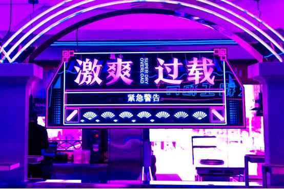 火凤祥赛博朋克风2.0版概念店 亮相杭州湖滨88