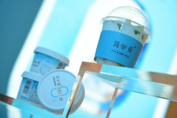 2021年火起来的第一杯酸奶——简爱0糖酸奶