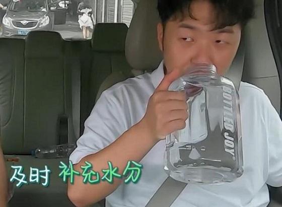 王俊凯杜海涛明星同款水壶爆红,藏着Z世代场景审美的潮流风尚