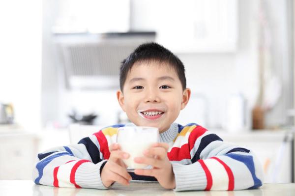 营养大满罐满足3-12岁儿童营养需求,多美滋致粹新添儿童奶粉
