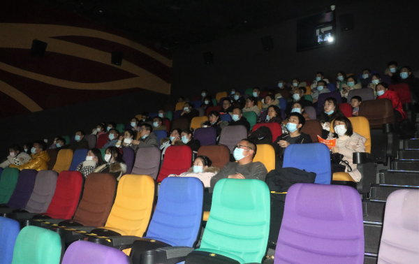 康缘药业党委组织观看抗疫纪录片《武汉日夜》