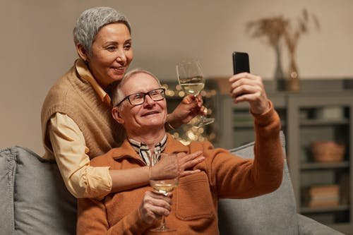 中老年奶粉怎么选?圣元法兰纯蓓帮助中老年人提升免疫力!