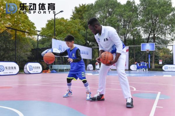 篮球课堂全面分析,乐动体育与您线上回顾训练